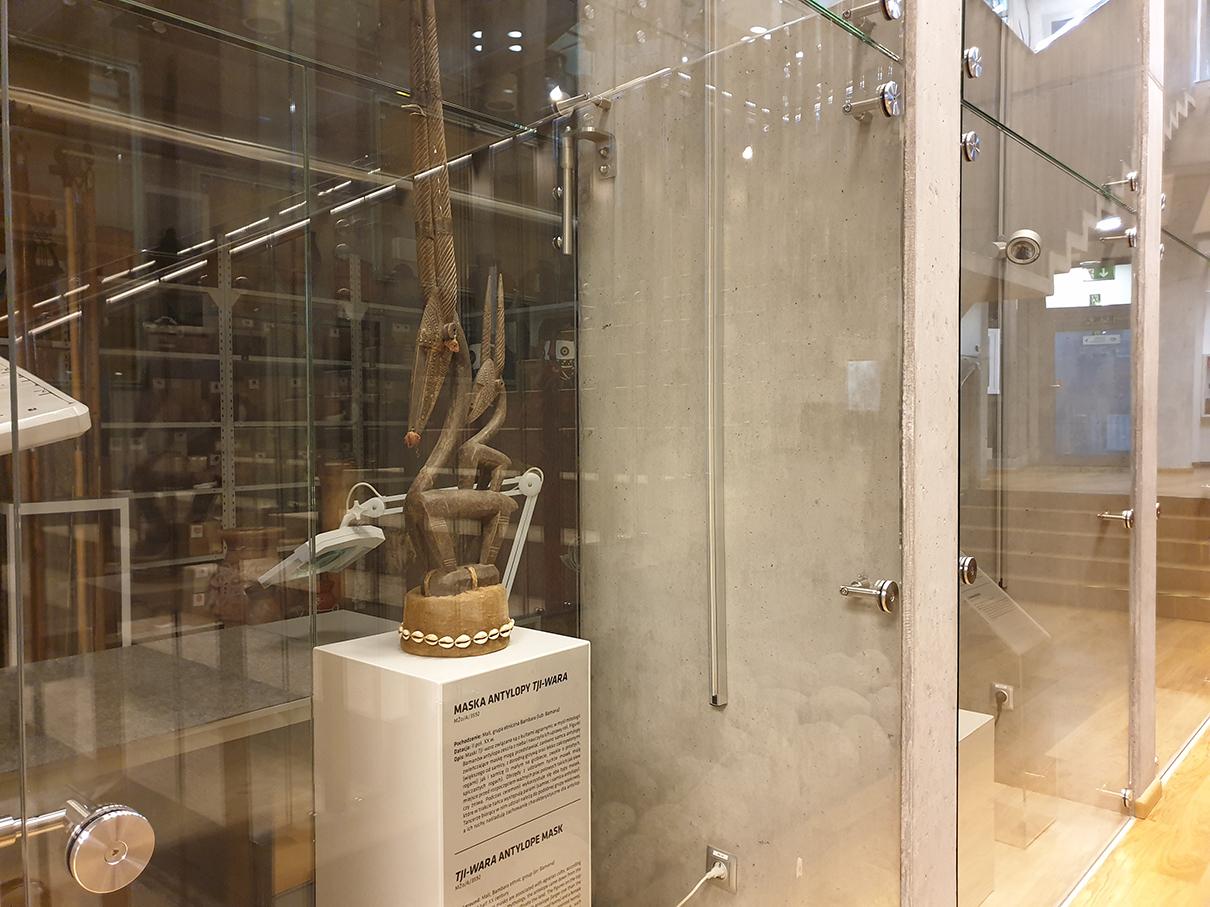 Maska antylopy TJI-WARA MŻo/A/3592 w muzeum